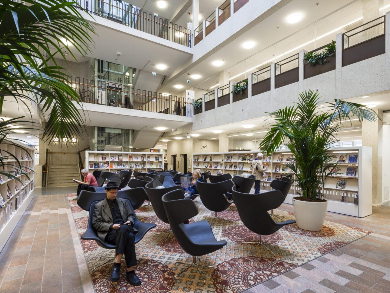 High back lounge chairs